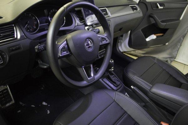 «Машина хотела меня убить»: Владелец Skoda Rapid рассказал о серьёзной проблеме с авто и безразличии дилера