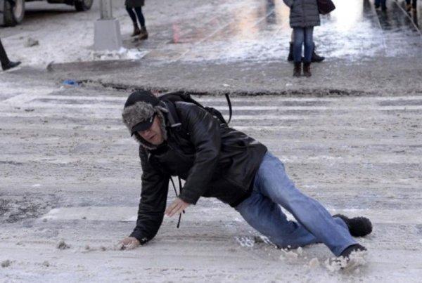 «Упал на полмиллиона»: Житель Петербурга выиграл суд у дорожных служб