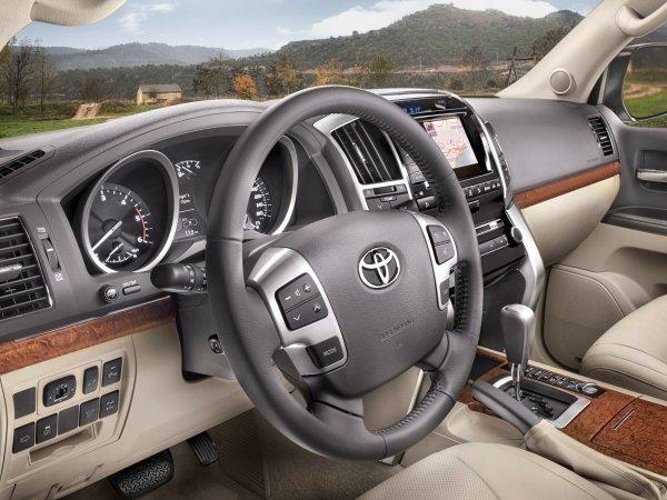 Что не так с Toyota Land Cruiser: Блогер показал типичный «Крузак» с «вторички» после ДТП