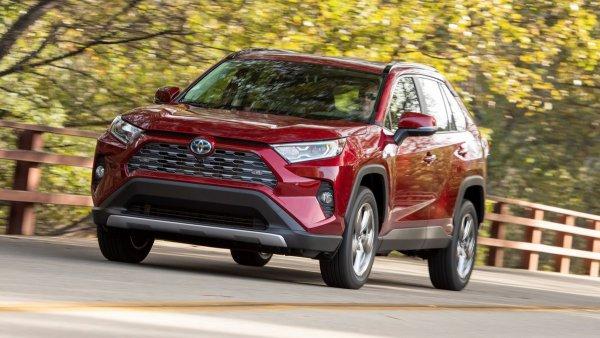 «Ездить на нем – одно удовольствие»: Своими впечатлениями о новом Toyota RAV4 поделился обзорщик