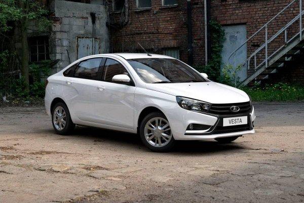 «Потрясающий автомобиль за такие деньги»: Владелец LADA Vesta записал ответ критикам