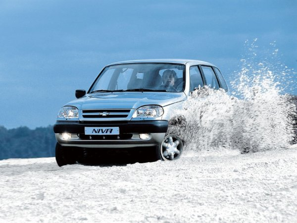 «Весело и страшно!»: Полноприводные LADA 4x4, Chevrolet Niva и УАЗ «Патриот» сравнили в гонке по снегу автоледи
