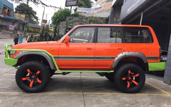 «Колхоз – он на Крузаке колхоз»: В сети высмеяли нелепый тюнинг Toyota Land Cruiser 80