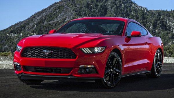 Ford Mustang по цене LADA Vesta Sport: Удачной покупкой спорткара за 1,5 млн рублей похвастался блогер