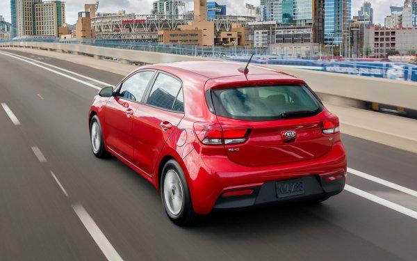 «Опять надурилово?»: Автоледи сравнила KIA Rio нового поколения со старым