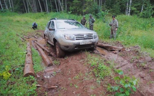 «Заруба» в лесу: Chevrolet Niva FAM «уделала» Renault Duster на офф-роуде