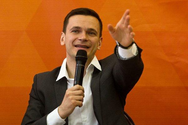 Жители Красносельского округа столицы увидели разницу между «виртуальным» политиком и действующим чиновником