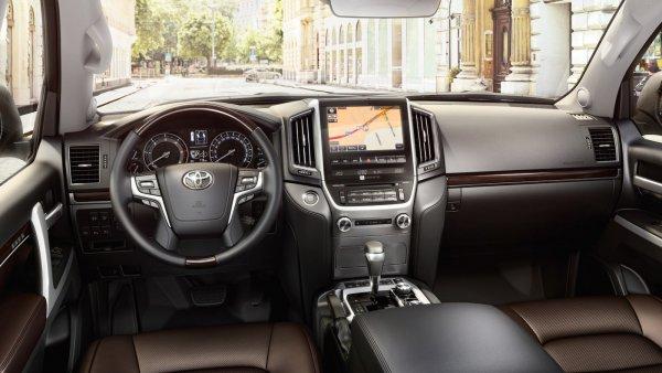 Отзывом о Toyota Land Cruiser 200 после шести лет эксплуатации поделился владелец