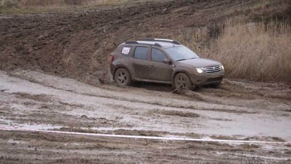 Показали, как надо: Renault Duster и LADA 4x4 устроили мастер-класс на бездорожье
