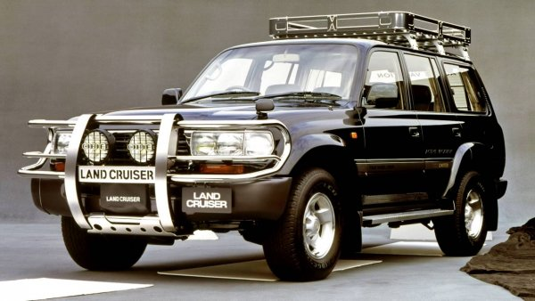 «Прадик» и Cayenne поспорили с «УАЗиком» и Land Cruiser 80: Битву внедорожников провели блогеры