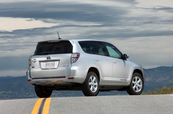 «Равчик» за 500000 рублей: На что обратить внимание при покупке Toyota RAV4 с пробегом, рассказал эксперт