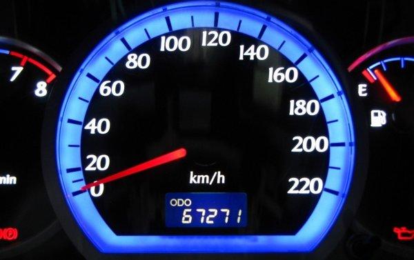 Эксперты назвали признаки скрученного пробега у подержанных авто