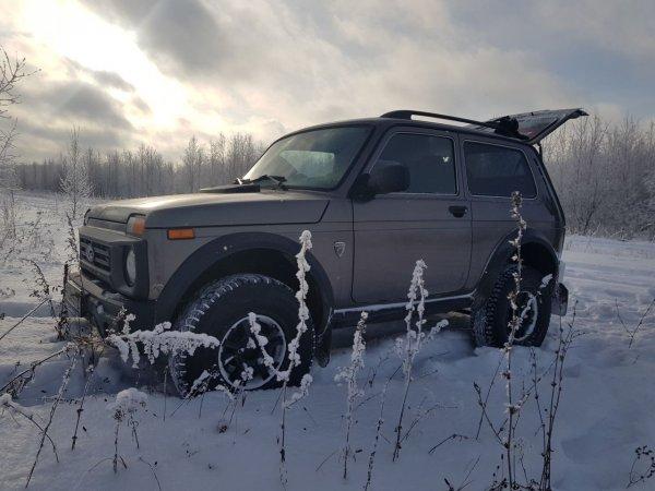 «Уделывает рамные внедорожники»: LADA 4x4 Bronto восхитила всех на снежном бездорожье