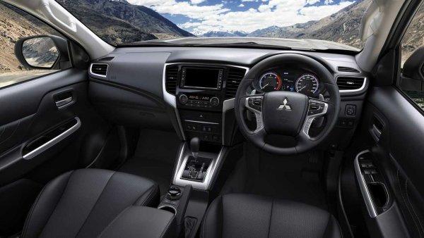 Mitsubishi подготовила спецверсию пикапа L200 Triton с огромным клиренсом