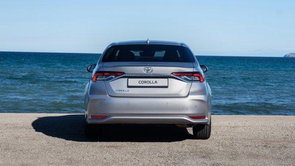 Новая «Королла» или старая «Камри»: Обзором на новую Toyota Corolla 2019 поделились эксперты
