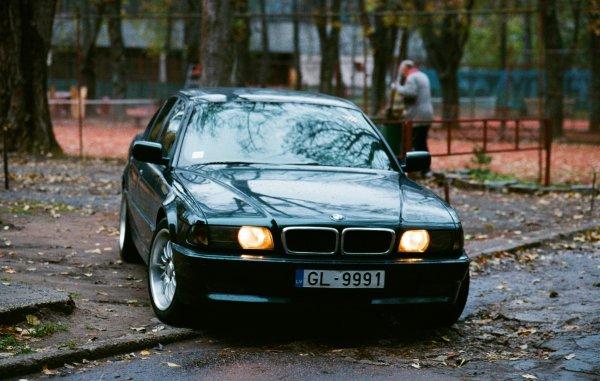 Штрафы, аварии, дубликаты ПТС: О судьбе BMW E38 из фильма «Бумер» рассказал эксперты