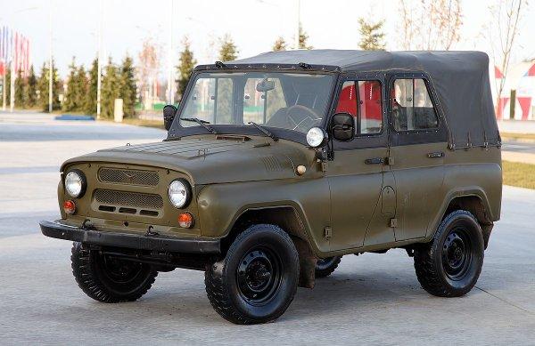 UAZ Land Cruiser Prado: В сети высмеяли «шайтанский» гибрид УАЗ-469 и «японца»