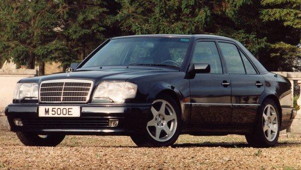 «Он запросто прослужит еще 20 лет»: Честным отзывом о культовом Mercedes-Benz W124 поделился эксперт