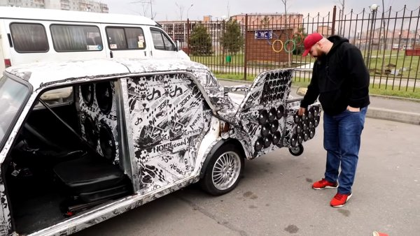 «Колонка на колёсах» за 1 500 000 рублей: Максимально «заряженный» ВАЗ-2107 показал блогер