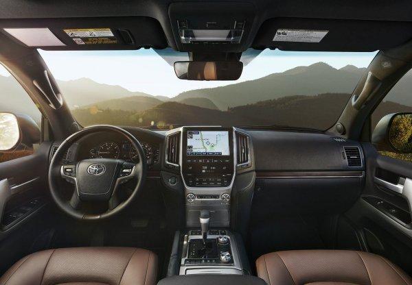 Магнит для угонщиков: Главный недостаток Toyota Land Cruiser 200 назвал блогер
