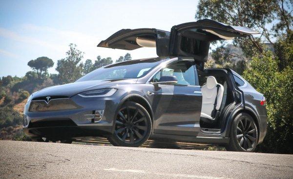 Наш ответ Илону Маску: Сеть восхитил ГАЗ-69 с дверями, как у Model X
