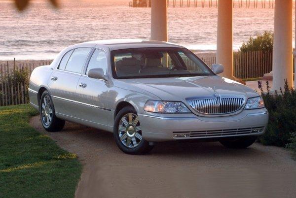 «Сейчас таких не делают»: Плюсы и минусы Lincoln Town Car с «вторички» назвал эксперт