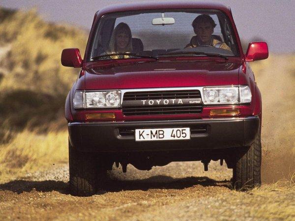 «Крузак подкачал»: Внедорожные способности TLC 80 в заезде с УАЗ «Патриот» и Chevrolet Niva разочаровали сеть