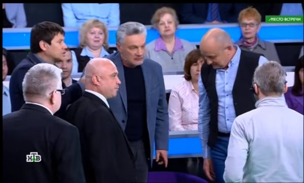 Поддержка бандеровцев на НТВ привела «бою»: после фашистского приветствия в эфире началась драка