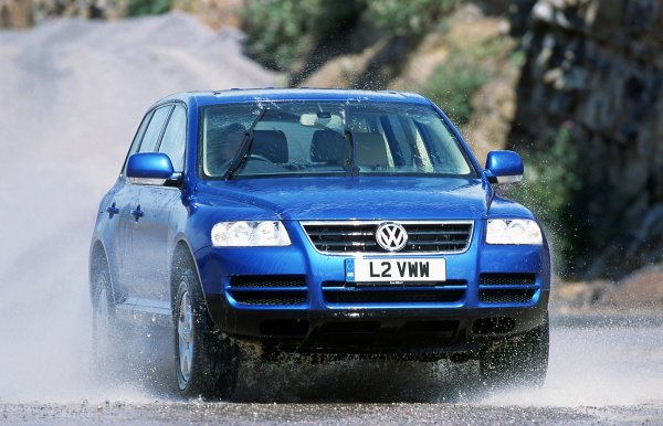 «Просто хороший кроссовер за 400 тысяч»: О плюсах и минусах 15-летнего Volkswagen Touareg детально рассказал автовладелец
