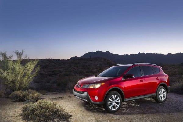 «Никто из конкурентов так не делает»: Чем так хорош Toyota RAV4 с пробегом, объяснил блогер