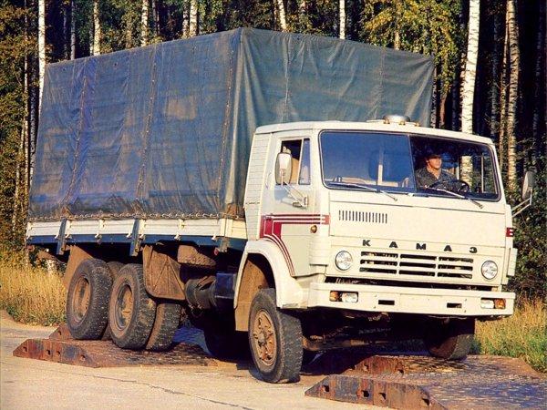 «ЗИЛ умер, оставив достойного наследника»: Блогер поделился впечатлениями от «машины на века» – КамАЗ-53212