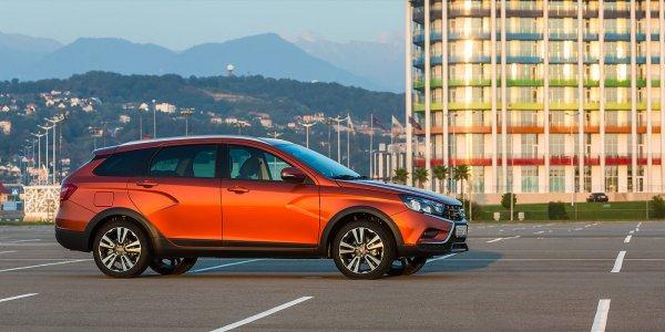 «Лучший автомобиль в России»: LADA Vesta SW Cross с «роботом» расхвалил в сети блогер