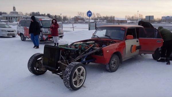 «12-цилиндровый монстр»: Восьмиколесный «Жигуль-Гусеницу» показал блогер