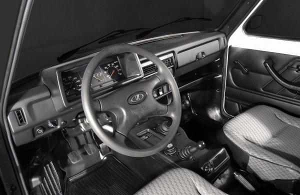 «Неряшливый» подход «АвтоВАЗ» к сборке: Блогер рассказал, как его почти новая LADA 4x4 начала «цвести»