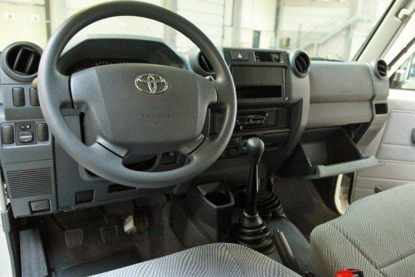 За что 4 миллиона? Блогер объяснил, почему россияне покупают Toyota Land Cruiser 76