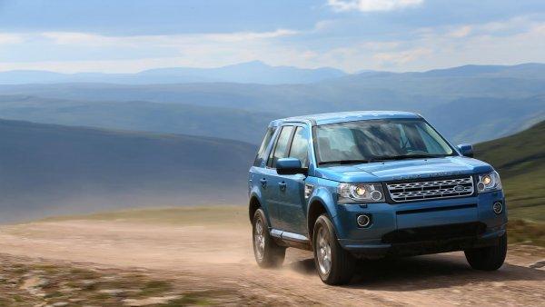 «ЗАЗ рвёт»: Как «Запорожец» наказывает Land Rover на бездорожье, показали в сети