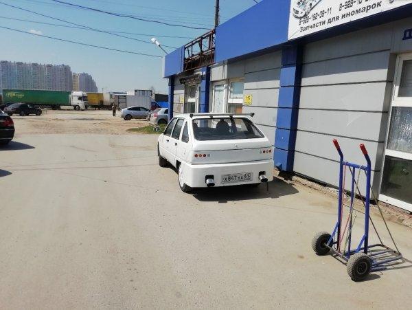 «Стильная бричка»: Тюнинговый Иж «Ода» показали в сети