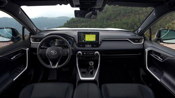 Странность и продуманность: Причины ненавидеть и любить новый Toyota RAV4 озвучил блогер