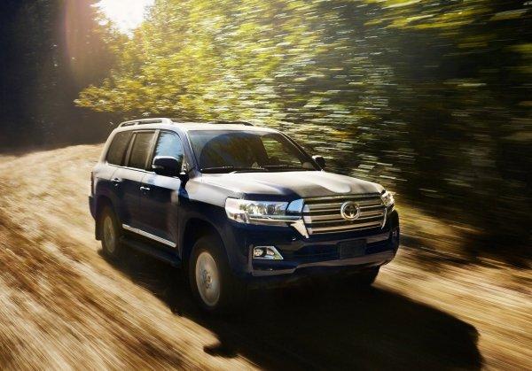 Почему не стоит брать бензиновый Toyota Land Cruiser 200 с пробегом, рассказал эксперт