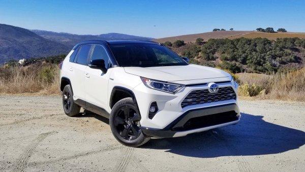«Маленький пикап»: Новую Toyota RAV4 2019 протестировал обзорщик