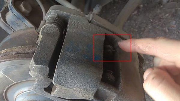 «Рассекретил» грохот: Необычную причину шумов в LADA Granta показал владелец