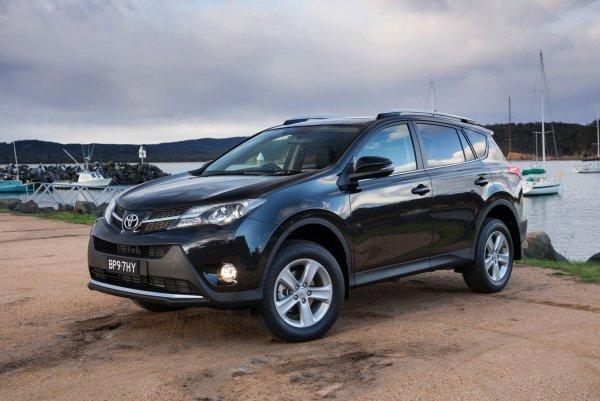 Куда уходит антифриз: Проблему с вытекающей «охлаждайкой» Toyota RAV4 обсудили в сети