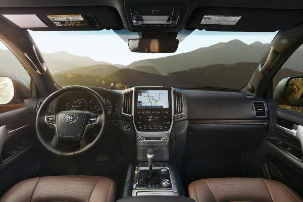 Мифы о Toyota Land Cruiser 200 развенчал эксперт