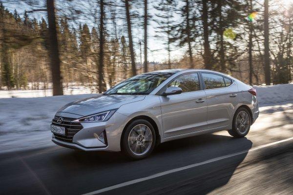 «Незаслуженно непопулярна»: Блогер протестировал обновлённую Hyundai Elantra 2019