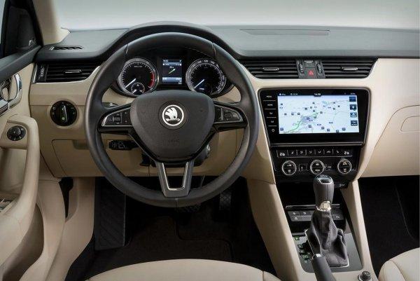 «Можно смело переходить на 92-й»: Владелец новой Skoda Octavia A7 озвучил особенности эксплуатации машины