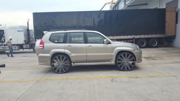 «Сразу видно, водитель отбитый»: Превращённый в «адскую колесницу» Toyota Land Cruiser Prado высмеяли в сети