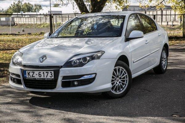 Дилер Renault легализовал «скрутку» пробега? Подержанную Laguna с загадочной историей показал блогер