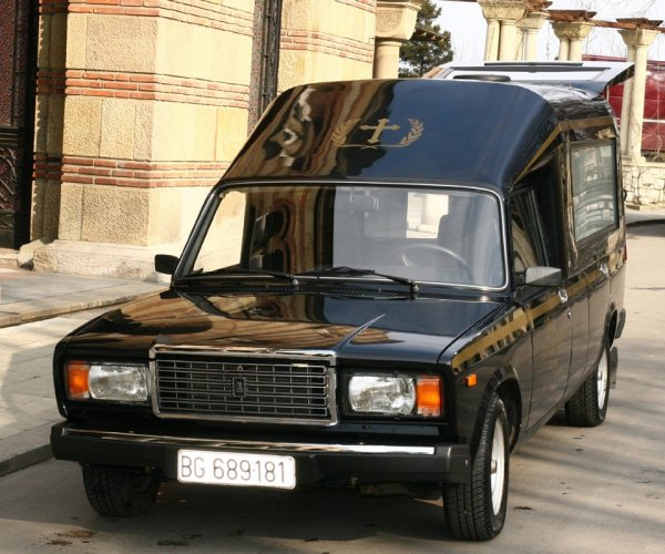 «Везет туда, откуда приехал»: Катафалк из ВАЗ-21047 насмешил пользователей сети