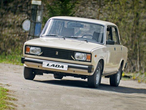 «Лучше плохо ехать, чем хорошо идти»: Стоит ли покупать старенький ВАЗ-21053, рассказал блогер