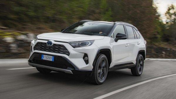 Гибридный «Равчик» или дизельный «Хитрила»: Выбор между Toyota RAV4 и Nissan X-Trail обсудили в сети